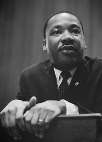800px-Martin-Luther-King-1964-leaning-on-a-lectern