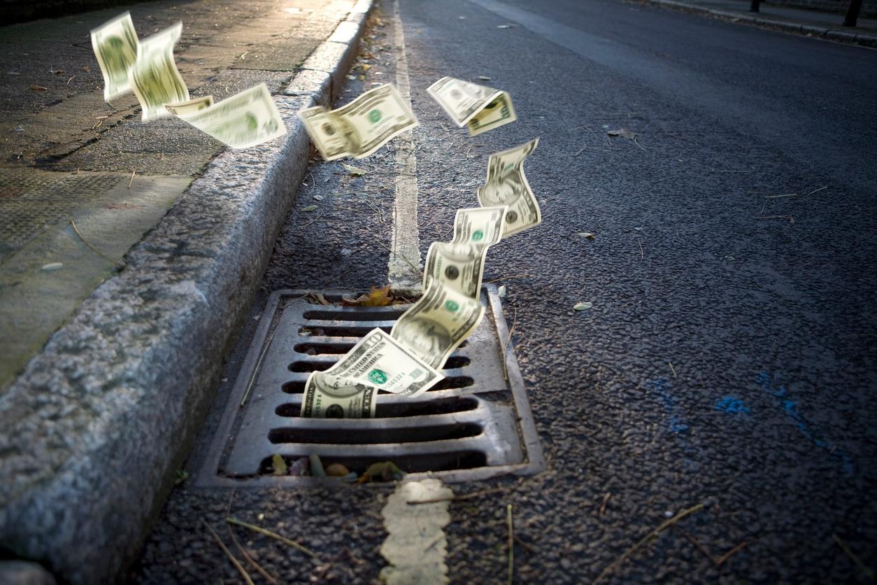 Money_drain_economy.jpg