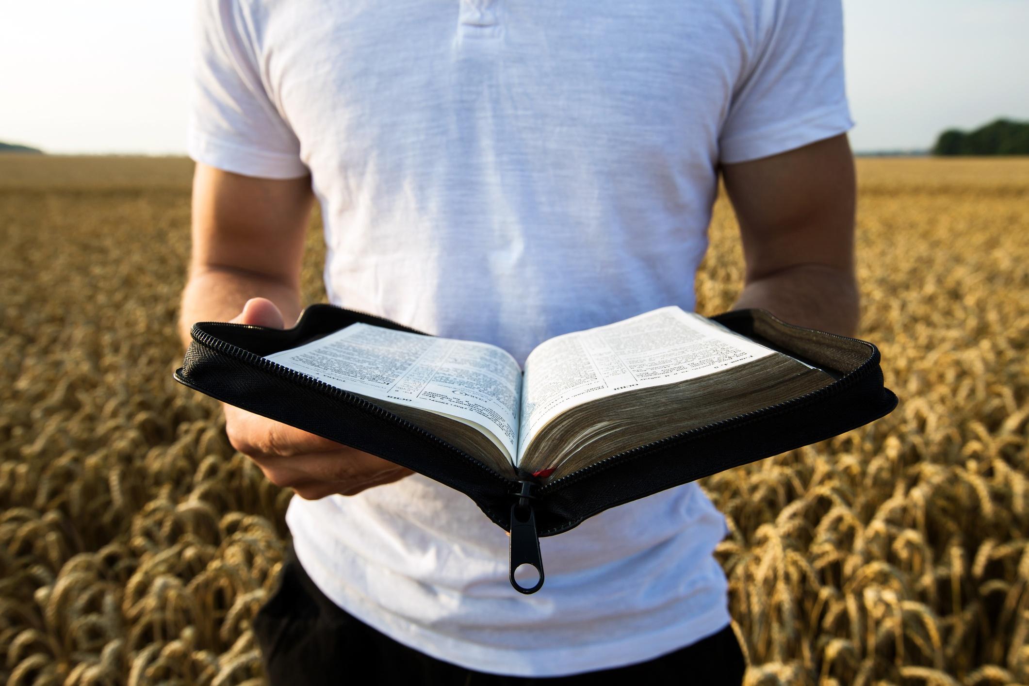 Pator_church_bible_preaching_preacher_christian.jpg