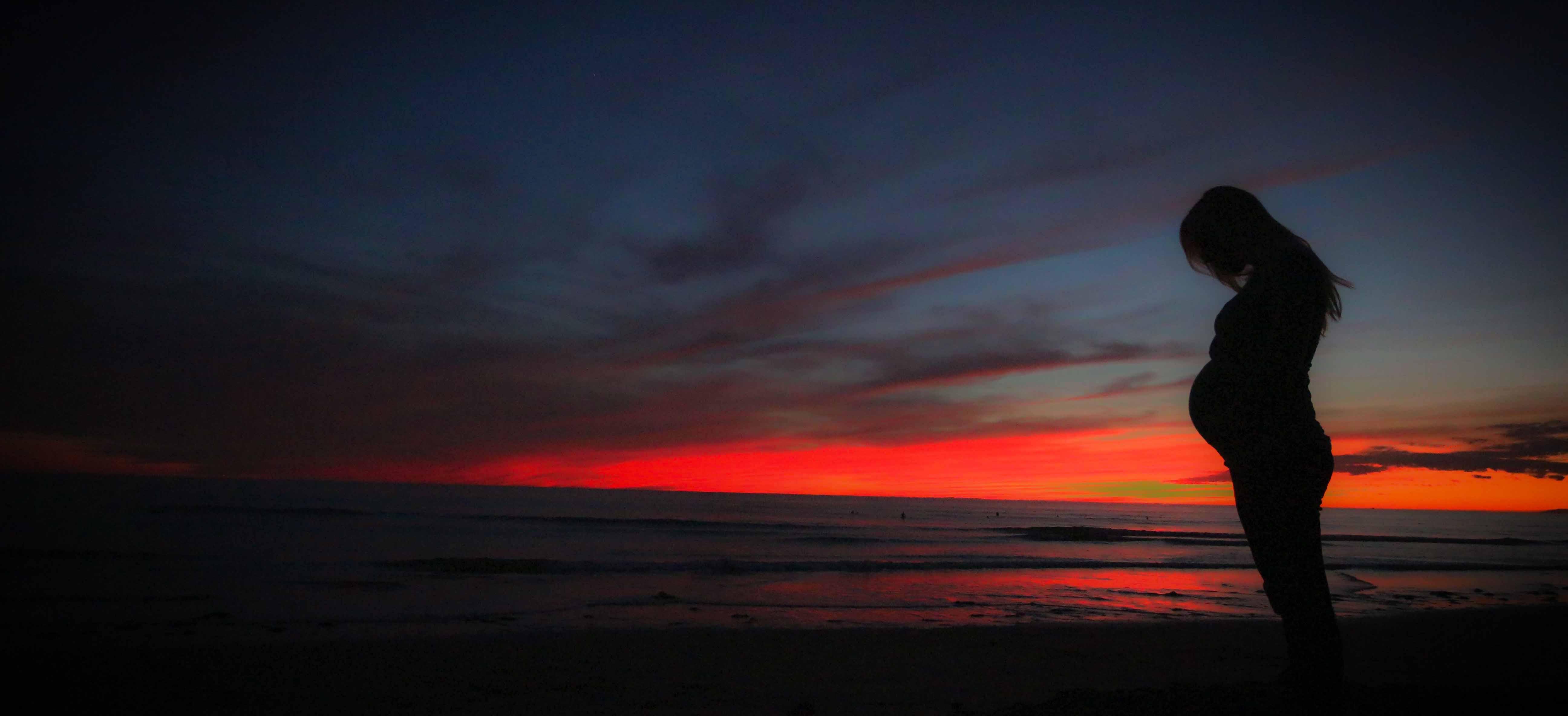 pregnant-beach-sunset-mother-51386-10.jpeg